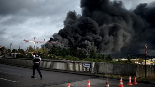 Incendiu uriaș la o uzină chimică în Franţa. Școli şi grădiniţe închise. Imagini apocaliptice - Imaginea 12