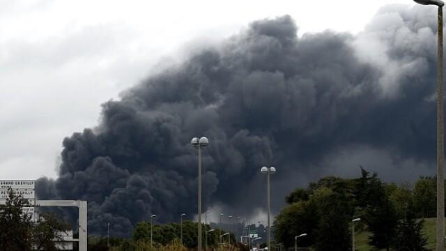 Incendiu uriaș la o uzină chimică în Franţa. Școli şi grădiniţe închise. Imagini apocaliptice - Imaginea 13