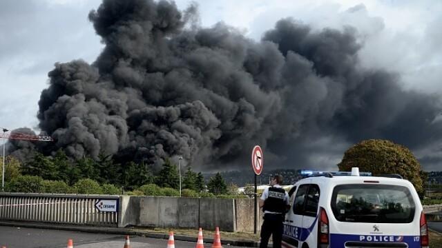 Incendiu uriaș la o uzină chimică în Franţa. Școli şi grădiniţe închise. Imagini apocaliptice - Imaginea 16