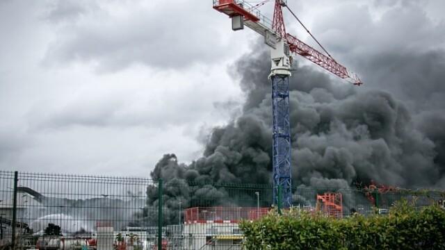 Incendiu uriaș la o uzină chimică în Franţa. Școli şi grădiniţe închise. Imagini apocaliptice - Imaginea 17