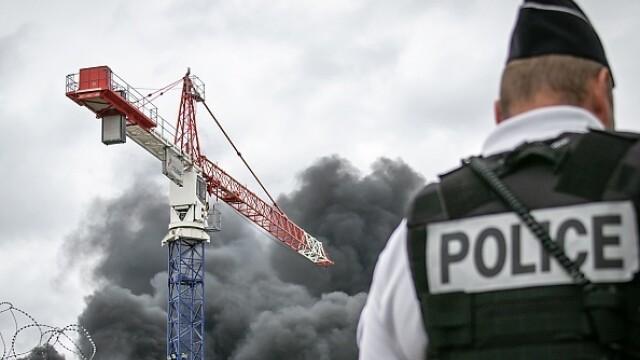 Incendiu uriaș la o uzină chimică în Franţa. Școli şi grădiniţe închise. Imagini apocaliptice - Imaginea 19