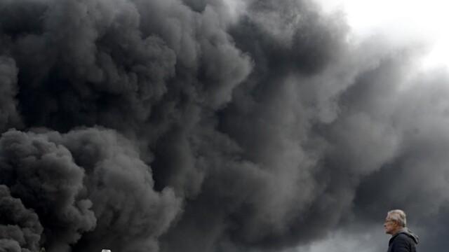 Incendiu uriaș la o uzină chimică în Franţa. Școli şi grădiniţe închise. Imagini apocaliptice - Imaginea 21