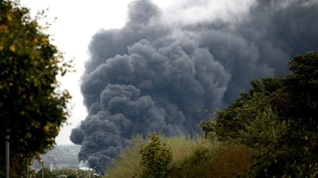 Incendiu uriaș la o uzină chimică în Franţa. Școli şi grădiniţe închise. Imagini apocaliptice - Imaginea 23