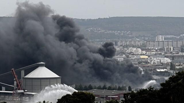 Incendiu uriaș la o uzină chimică în Franţa. Școli şi grădiniţe închise. Imagini apocaliptice - Imaginea 26