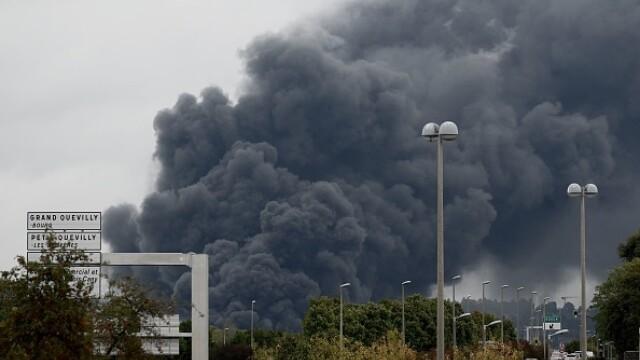 Incendiu uriaș la o uzină chimică în Franţa. Școli şi grădiniţe închise. Imagini apocaliptice - Imaginea 29
