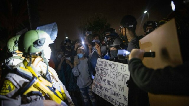 Un bărbat de culoare a fost împuşcat mortal de poliţie în Los Angeles. Incidentul a declanșat proteste - Imaginea 1