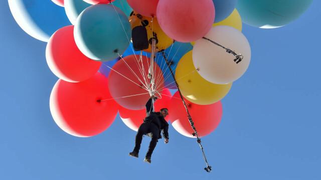 Cascadoria uimitoare realizată de iluzionistul David Blaine. Ce a reușit să facă cu 52 de baloane colorate - Imaginea 4