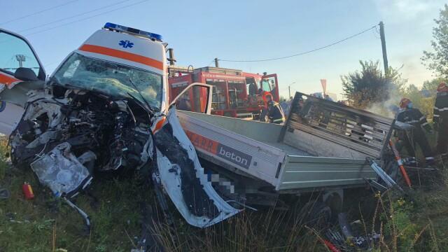 Accident grav între o ambulanță și o autoutilitară. Două persoane au murit. Cine sunt victimele - Imaginea 2