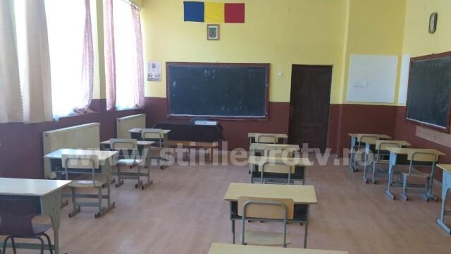 """O școală cu 410 copii nu acceptă """"scenariul roșu"""": Ne e teamă, dar nu suntem iresponsabili - Imaginea 3"""