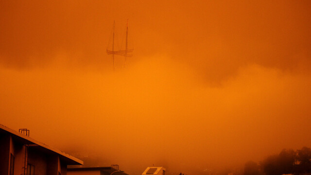 """""""Parcă m-am trezit pe Marte"""". Imagini post-apocaliptice cu cerul roșu din California - Imaginea 4"""