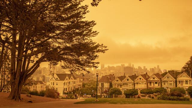 """""""Parcă m-am trezit pe Marte"""". Imagini post-apocaliptice cu cerul roșu din California - Imaginea 1"""