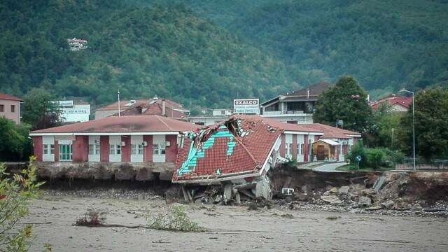 Dezastrul lăsat în urmă de furtuna Ianos în Grecia. Două persoane au murit și alta e dispărută - Imaginea 5