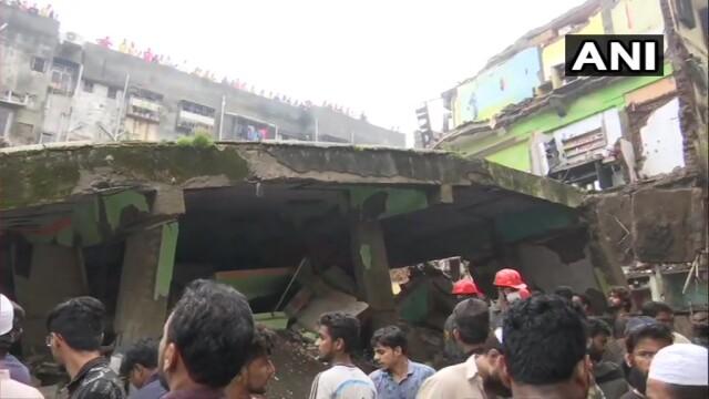 Clădire prăbușită lângă Mumbai, India. Sunt zece morți și 25 de persoane prinse sub dărâmături