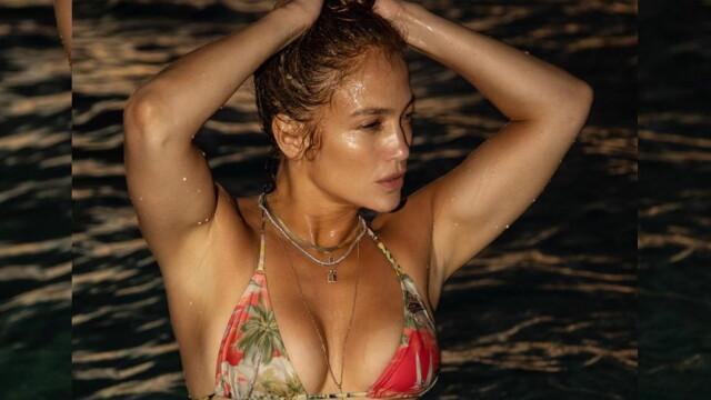 Imaginea de milioane de like-uri cu Jennifer Lopez. Artista de 51 de ani apare în costum de baie - Imaginea 1