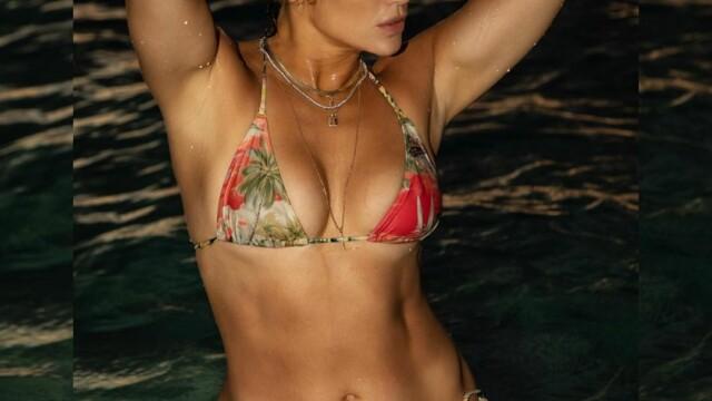 Imaginea de milioane de like-uri cu Jennifer Lopez. Artista de 51 de ani apare în costum de baie - Imaginea 4