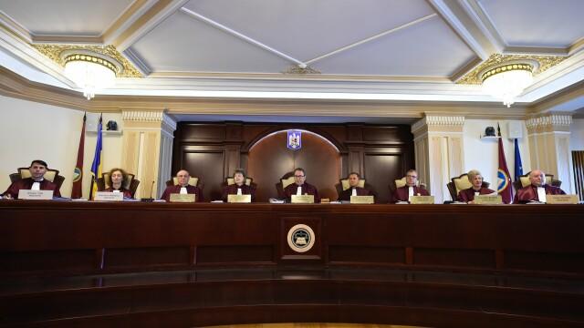 Curtea Constituţională discută sesizările asupra legii prin care evazioniştii scapă de închisoare