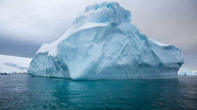 Cel mai mare aisberg din lume se îndreaptă către o insulă britanică din Atlanticul de Sud. Ce ar putea urma