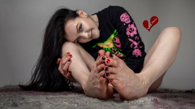 O româncă stabilită în SUA câștigă în fiecare an aproape 50.000 de euro datorită picioarelor sale. Care este explicația - Imaginea 3