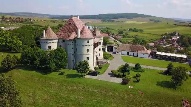 Castele vechi de secole, dechise pentru turiști. Preţul unui sejur e aristocratic
