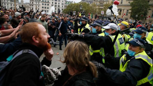"""Protest violent anti-""""Covid-1984"""" la Londra. Mai mulți polițiști au fost răniți"""