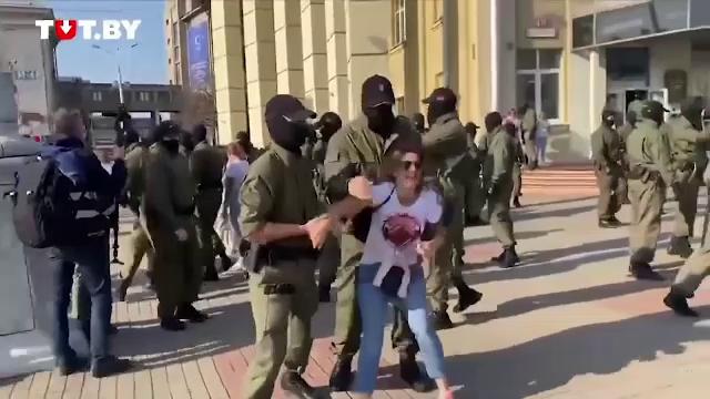 Continuă protestele reprimate violent în Belarus. Ce a pățit o femeie de 73 de ani