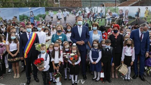 Cîțu a deschis anul școlar alături de Piedone, condamnat în primă instanță în dosarul Colectiv - Imaginea 3
