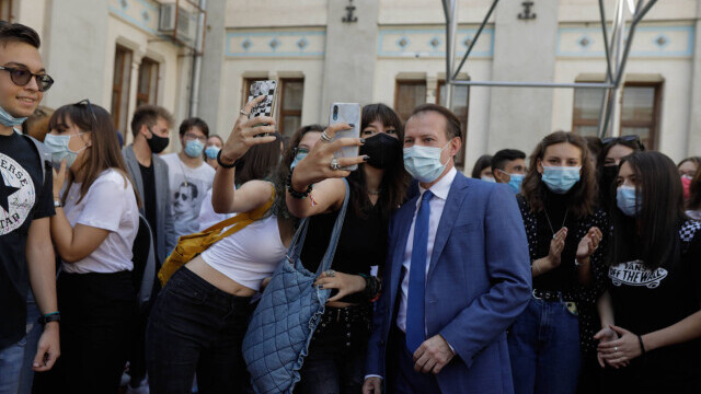 Cîțu a deschis anul școlar alături de Piedone, condamnat în primă instanță în dosarul Colectiv - Imaginea 6