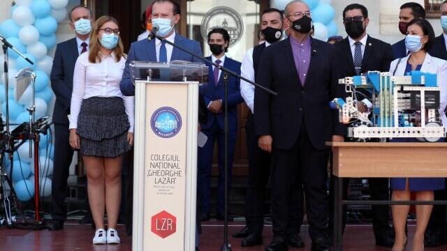 Cîțu a deschis anul școlar alături de Piedone, condamnat în primă instanță în dosarul Colectiv - Imaginea 7