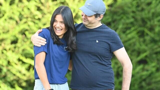 Imagini rare cu Emma Răducanu și tatăl ei român. Sportiva s-a întors acasă după victoria de la US Open. GALERIE FOTO - Imaginea 4