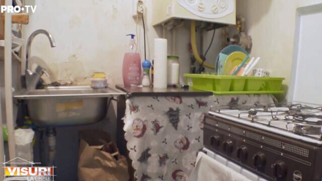 """""""Visuri la Cheie"""". Cosmin și mama lui au trăit într-o garsonieră de 12 mp, în Ferentari. Cum arată noul lor apartament - Imaginea 1"""