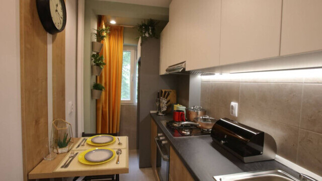 """""""Visuri la Cheie"""". Cosmin și mama lui au trăit într-o garsonieră de 12 mp, în Ferentari. Cum arată noul lor apartament - Imaginea 5"""