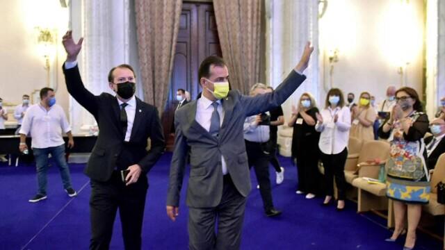 Congresul PNL, filmul evenimentelor: scandal și huiduieli. Cîțu și Orban s-au acuzat de fraudă - Imaginea 10
