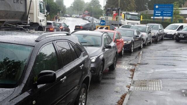 Benzina a început să fie distribuită cu rația în UK. Cozi uriașe la pompe. FOTO - Imaginea 7