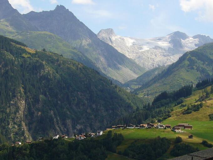sat la munte, Elvetia, Valea Medel