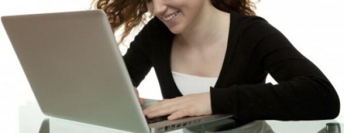 fata la laptop