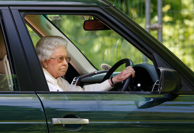 Regina Elisabeta a renuntat la sofat