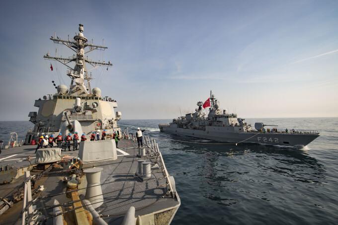 nave NATO in Marea Neagra