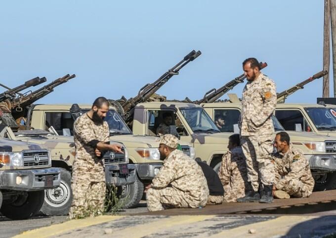 La un pas de un nou război civil. Aeroportul din Tripoli, bombardat. Reacția SUA și a Rusiei - 6