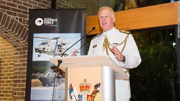 Oficialul din Noua Zeelanda care a montat o camera de supraveghere in baie