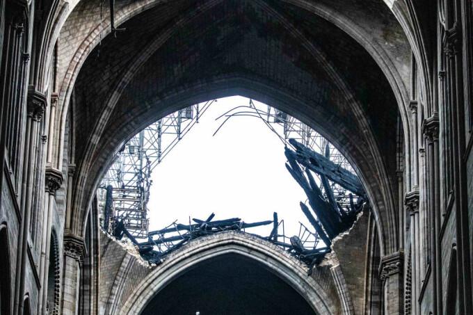 Primele imaginii din interiorul Catedralei Notre Dame