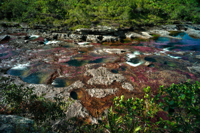 Motivul pentru care un râu curge în culorile curcubeului - 8