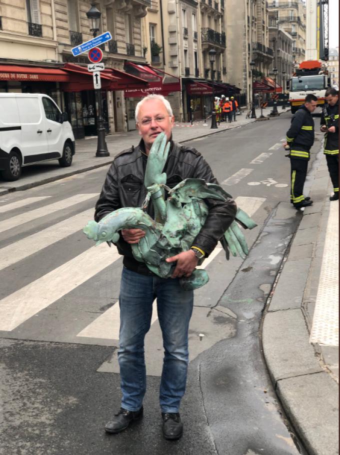 Incendiul de la Notre Dame. Cocoșul din vârful turlei centrale a fost găsit intact
