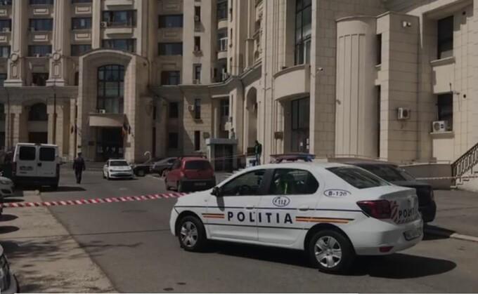 O femeie a murit după ce s-a aruncat de la 20 m, în clădirea ICCJ