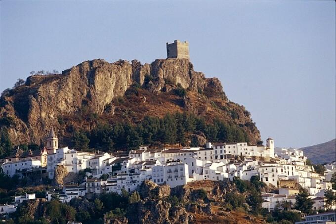 Orașul-fortăreață din Spania care s-a izolat complet de lume și de coronavirus