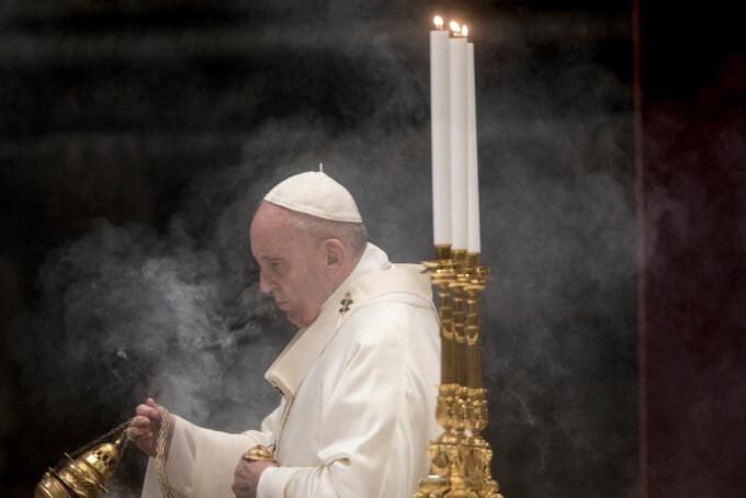 """Papa Francisc: Cei care au decedat având grijă de bolnavii Covid-19 """"au murit pe front ca soldații"""""""