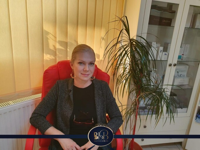 (P) Coadă la o clinică din Timișoara pentru proceduri estetice cu plata în rate