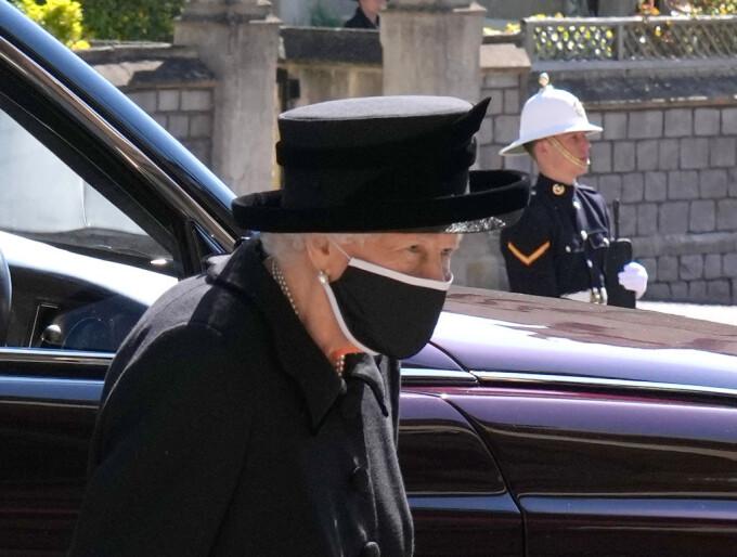 Regina Elisabeta a II-a - 4