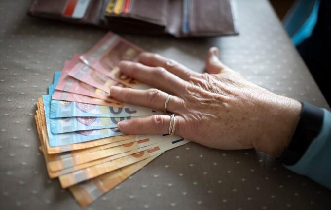 O bătrână și-a exclus rudele din testament și le-a lăsat săracilor o  moștenire 5 milioane de euro - Stirileprotv.ro