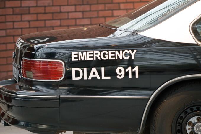 Bărbat de culoare împușcat de un polițist în timp ce vorbea la 911. A confundat telefonul din mâna lui cu un pistol