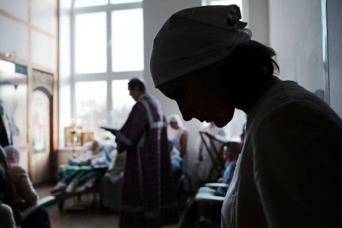 Preot din Videle, prins în flagrant în timp ce întreținerea relații intime cu un minor